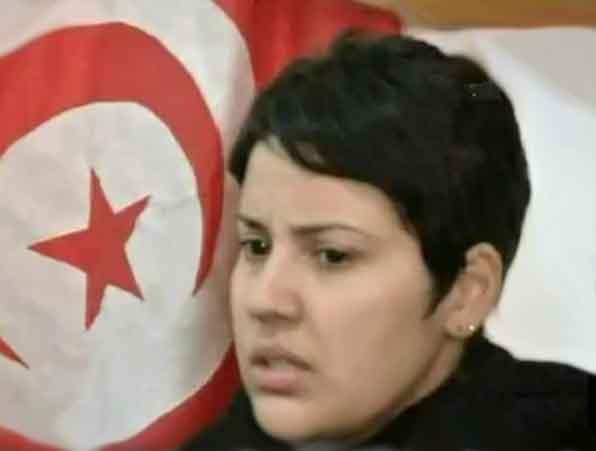 Khaoula Rchidi , l'étudiante qui est montée sur le toit en s'opposant à l'enlèvement du drapeau tunisien