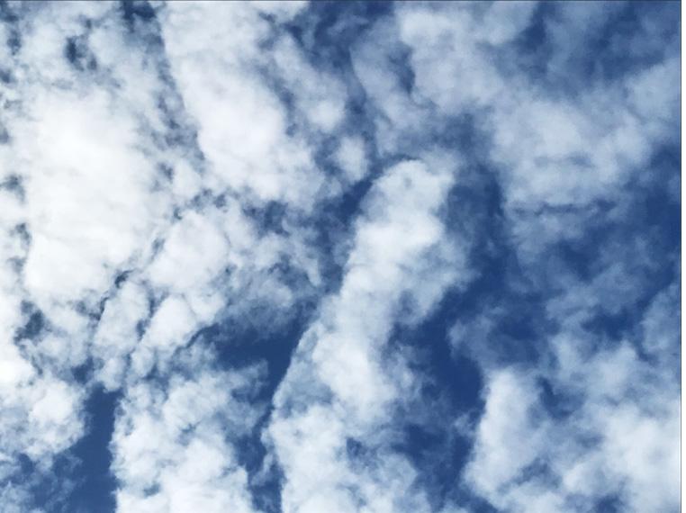 Cette image a un attribut alt vide ; son nom de fichier est nuages-1.jpg
